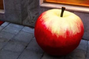 Street-Apple-Stockholm